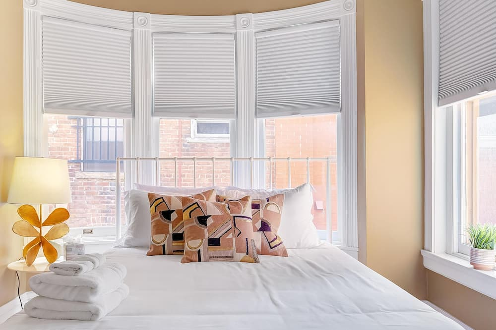 Apartment, Multiple Beds (BUR1912 - Stunning Modern Home! Prime) - Room