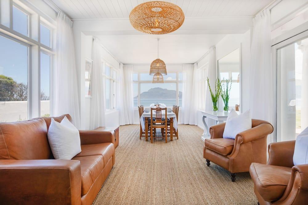 Апартаменты, 4 спальни - Обед в номере