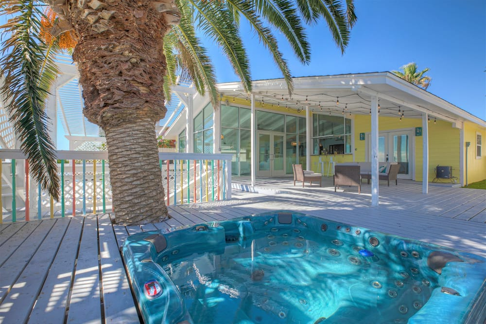 Dom (Luxury Oceanfront Home with Hot Tub B) - Bazén