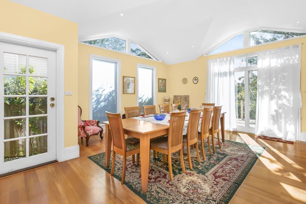 Dom typu Deluxe - Stravovanie v izbe