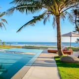Tanjung Pinang Villa, Sleeps 16 With Air Con