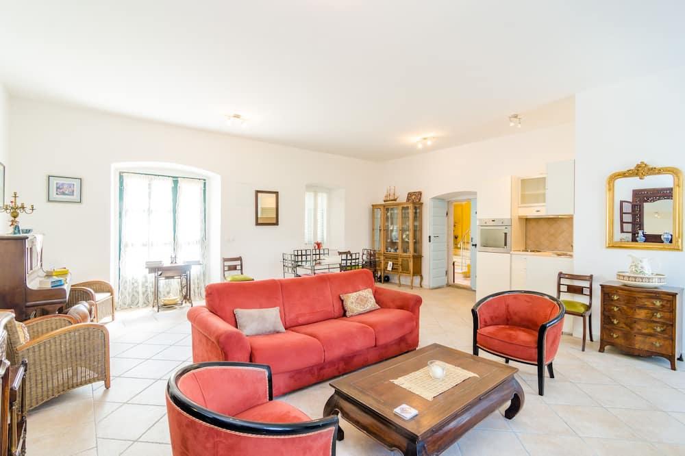 Dom (Four Bedroom Holiday Home with Terrac) - Obývačka