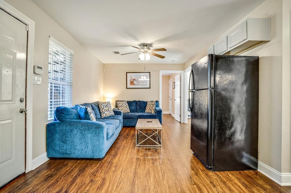 Apartmán (LaSalle 1B/2B · Centrally Located Ga) - Obývačka
