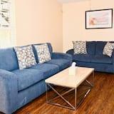 อพาร์ทเมนท์ (LaSalle 1B · Centrally Located, Gate) - ห้องนั่งเล่น