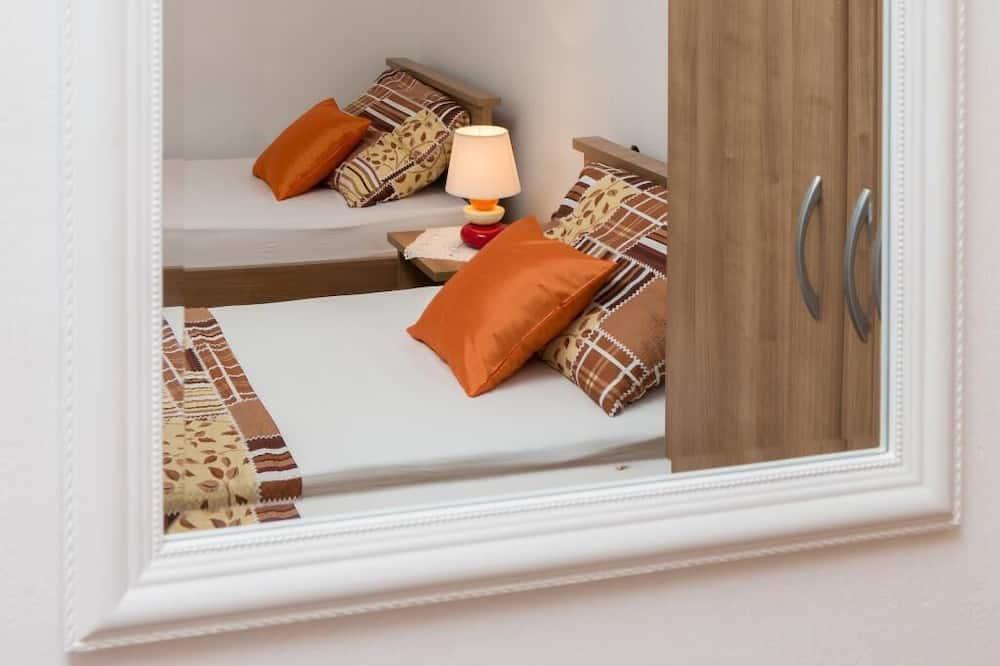 Двомісний номер (Twin Room with Shared Bathroom) - Номер