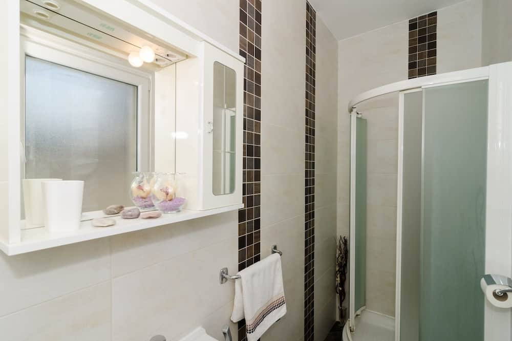 Apartment (Two-Bedroom Apartment with Terrace) - Bathroom