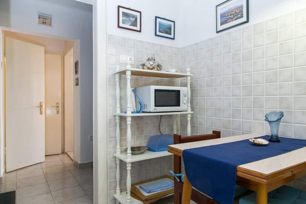 Apartment (One Bedroom Apartment with Two Terrac) - In-Room Dining