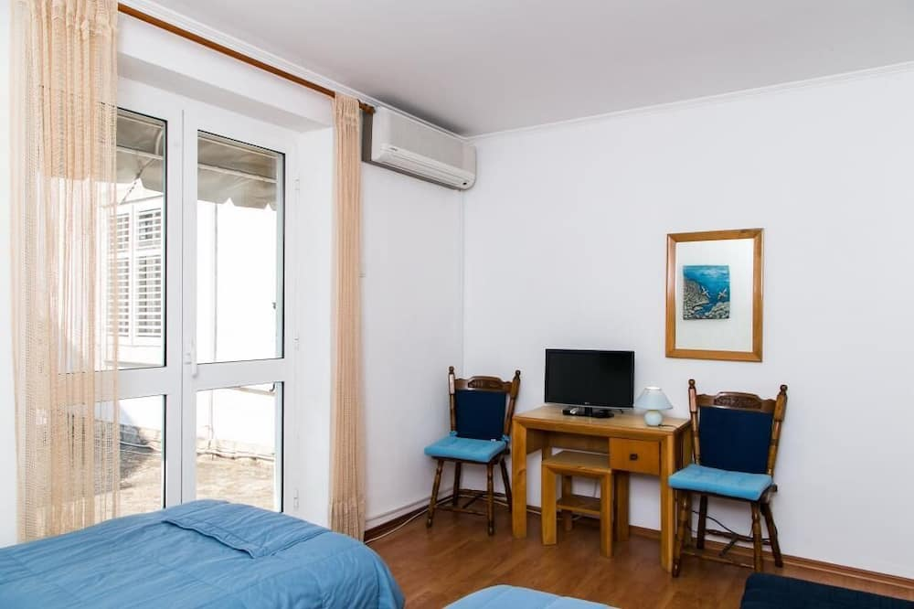 Apartment (One Bedroom Apartment with Two Terrac) - Living Room