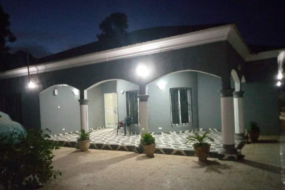 Māja, vairākas gultas - Galvenais attēls