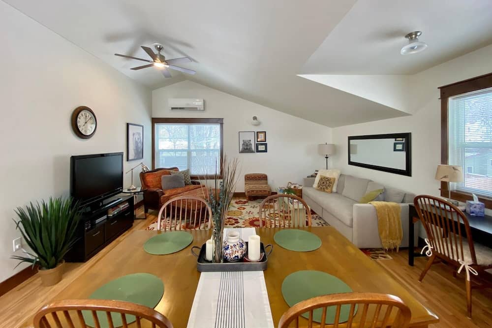 Apartmán, viacero postelí (722 Mathews St., US) - Obývačka