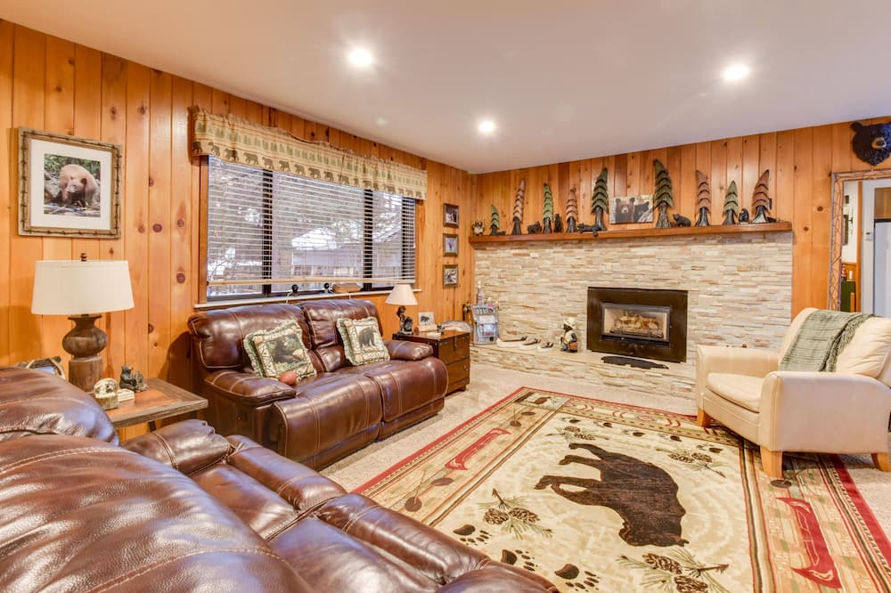 House, Multiple Beds (Bear Claw Trails) - Living Room