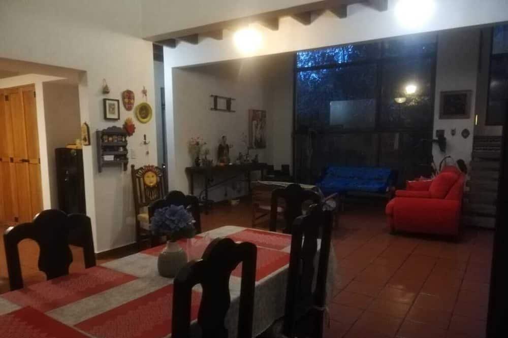 Comfort Cabin - In-Room Dining