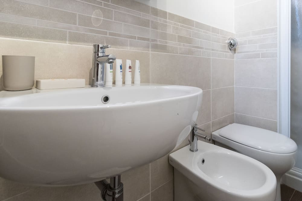 Апартаменти, багатомісний номер, для некурців, міні-кухня - Ванна кімната