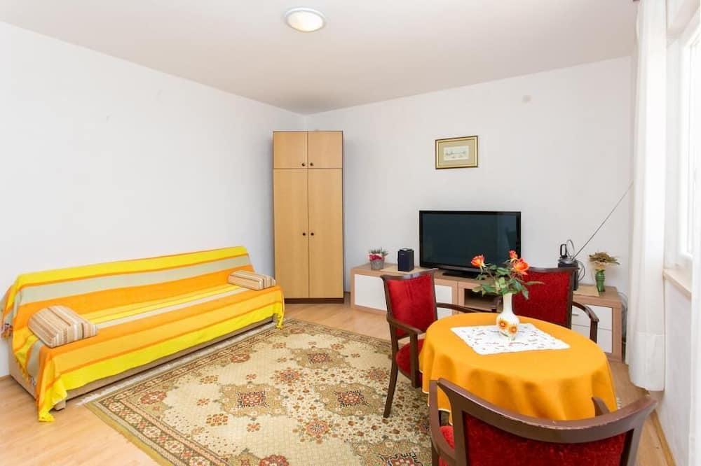 Lägenhet (Three-Bedroom Apartment) - Vardagsrum
