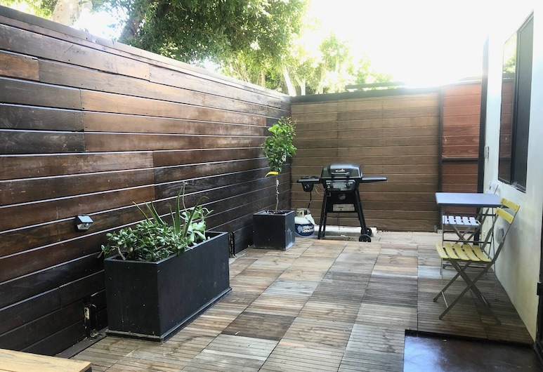 Artists Studio With Large Outdoor Deck Location, Venisas