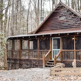 Quaint, Dog-friendly Cabin With Private Firepit, Loft, Wifi, and Nearby Creek!