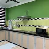 Basic House - Shared kitchen