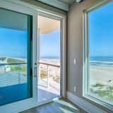 Oceanfront Designer Masterpiece Rooftop Hot Tub 6 Bedroom Home