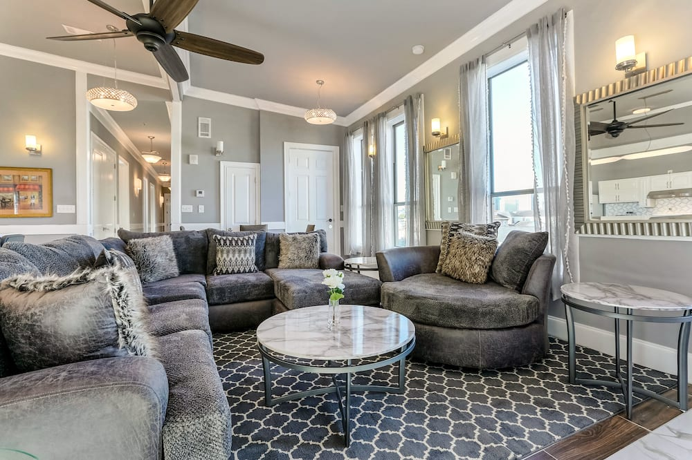 Fully Furnished Condos Near St. Charles