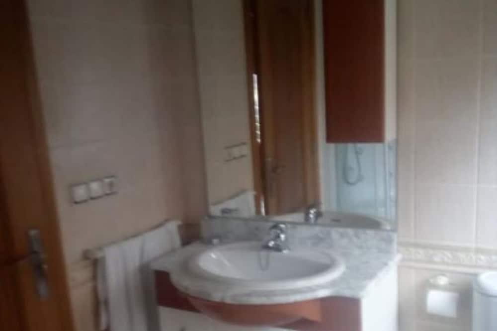 Dom, 4 spálne - Kúpeľňa