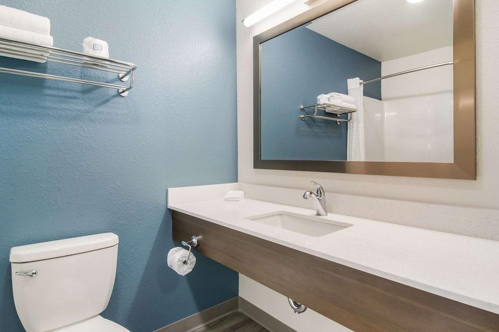 Izba, 1 veľké dvojlôžko, bezbariérová izba, nefajčiarska izba (Roll-In Shower) - Kúpeľňa
