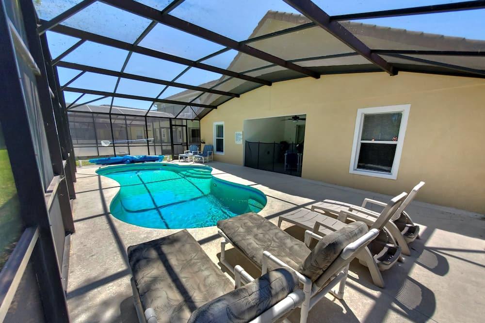 Vila (4 BED POOL HOME OVERLOOKING RESERVE () - Bazén