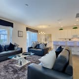 House (PROVIDENCE - 6 BED POOL HOME ON GOLF ) - Living Room