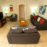 Dom (5 BED POOL HOME WITH CONSERVATION VIE) - Obývačka