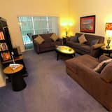 Dom (5 BED RESORT POOL HOME ON GATED COMMU) - Obývačka