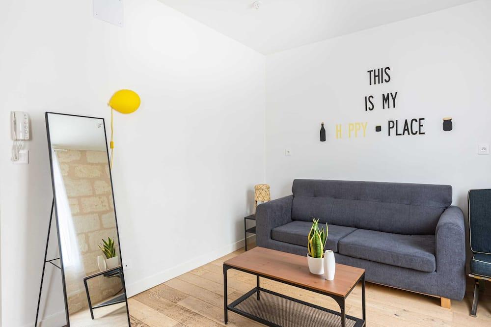 Basic Studio - Living Room