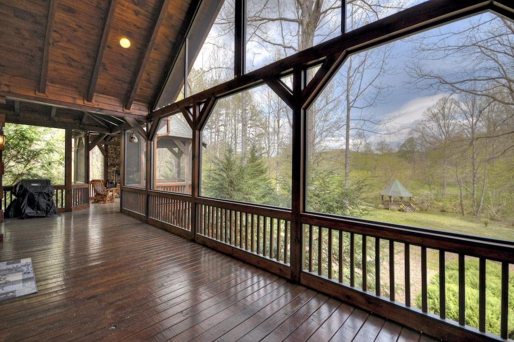 เคบิน (Black Bear River Lodge) - ระเบียง