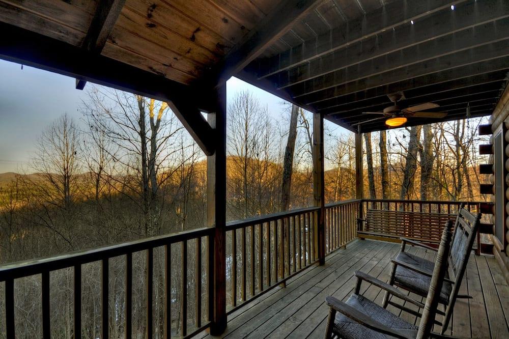 Cabin (Dancing Bears- Mtn View near Blue Rid) - Balcony