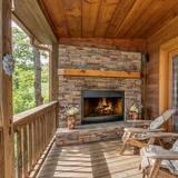 Kulübe (Dogwood Cabin- Cozy Mtn Retreat near ) - Balkon