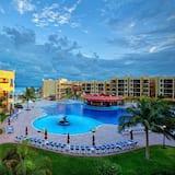 Royal Haciendas Oceanfront Villa - All Inclusive, Hot tub, Suite & Lock-Off, Playa del Carmen