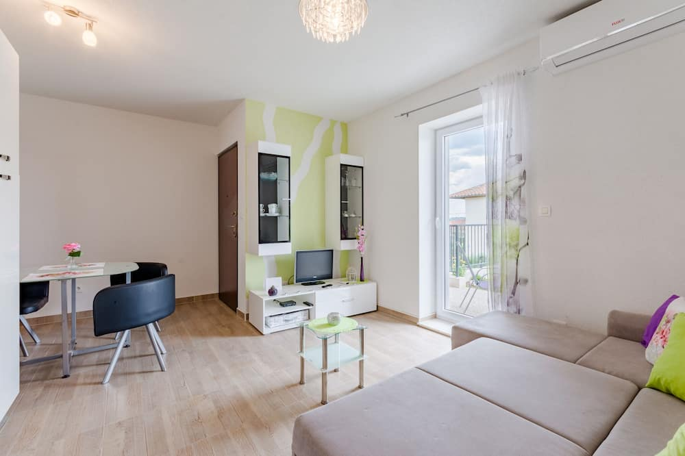 Apartment (One Bedroom Apartment) - Wohnzimmer