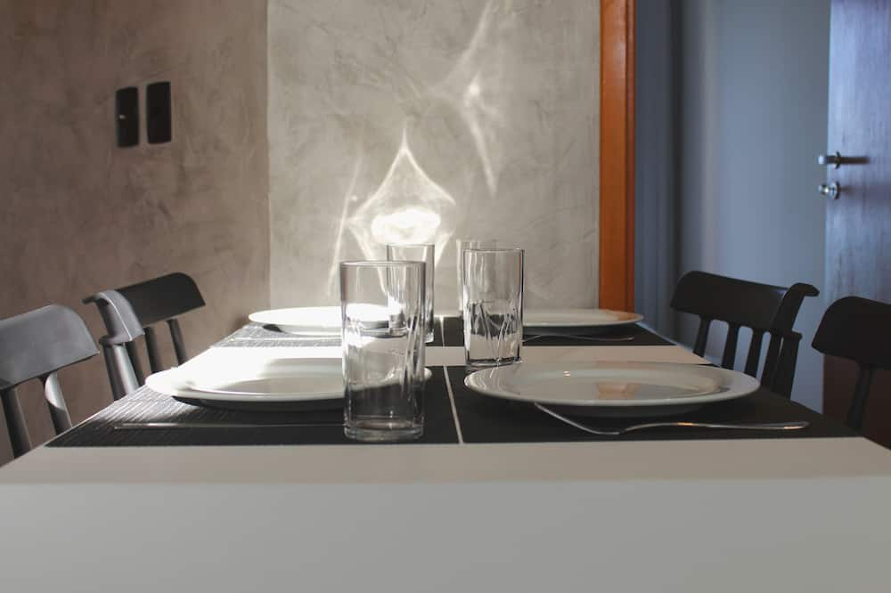 City Apartment - In-Room Dining