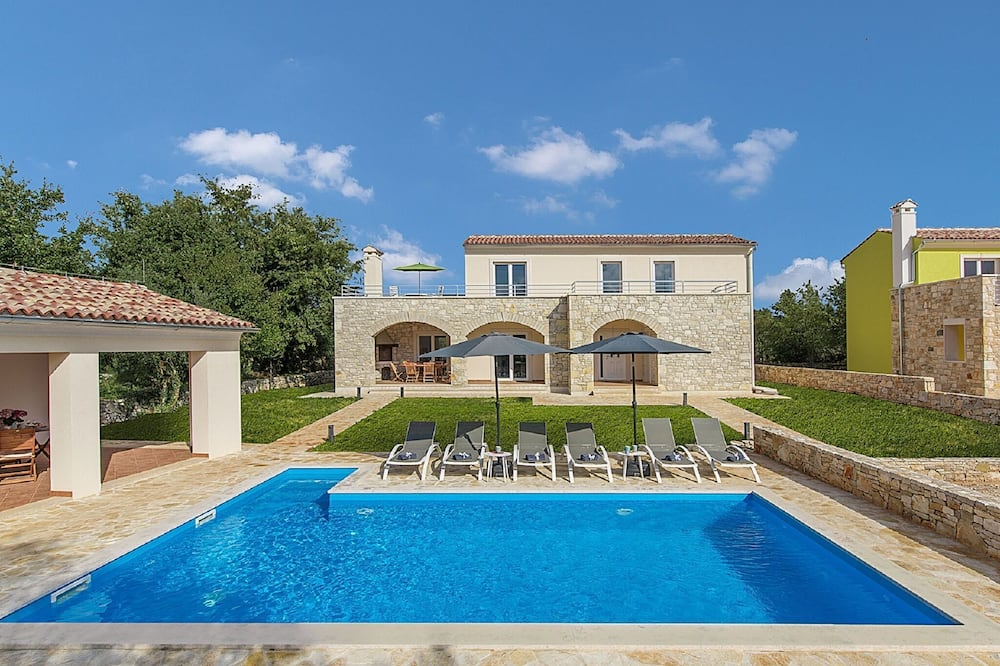 Modernly Furnished Villa With Private Pool for 6 Persons, Near Rovinj
