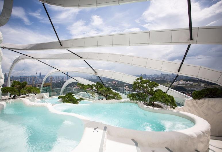 Arte Mont Kiara by PSM Luxury Suites, Куала-Лумпур, Спа-ванна під відкритим небом