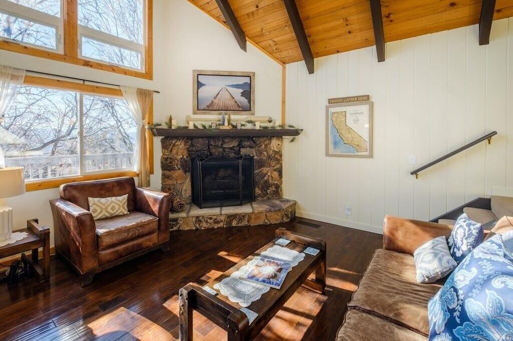 "Cabin (""Hidden Oaks"" Sleeps 10!) - Living Room"