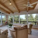 Rumah (Enviable Lake & Mountain Views wth Wa) - Ruang Keluarga