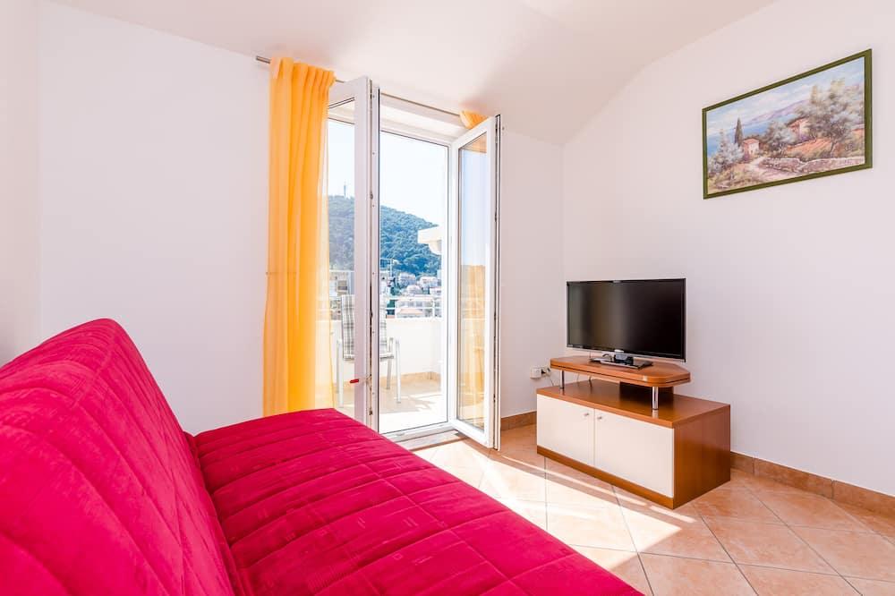Апартаменти (Comfort One Bedroom apt with Balcony) - Вітальня