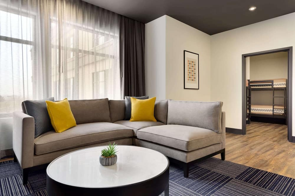 Family Suite, Multiple Beds, Non Smoking - Guest Room