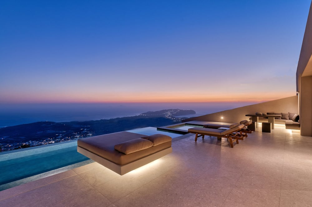 The Master Villa with Infinity Pool, Hot Tub and Sea View - Imagen destacada