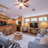 Cabin, 1 Bedroom - Living Room