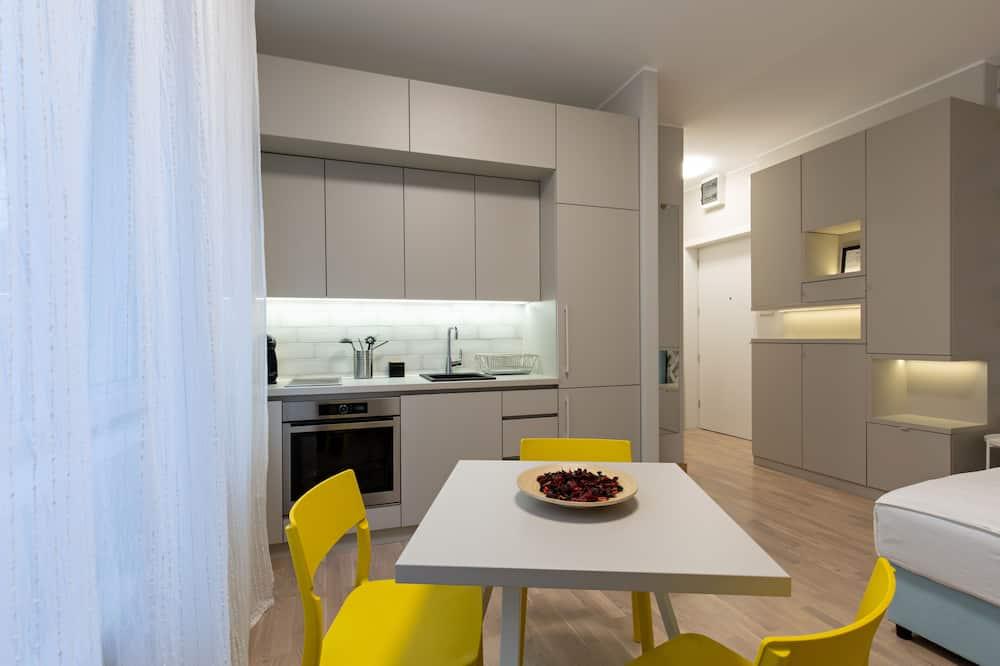 جناح إستديو بتصميم مميز - تناول الطعام داخل الغرفة