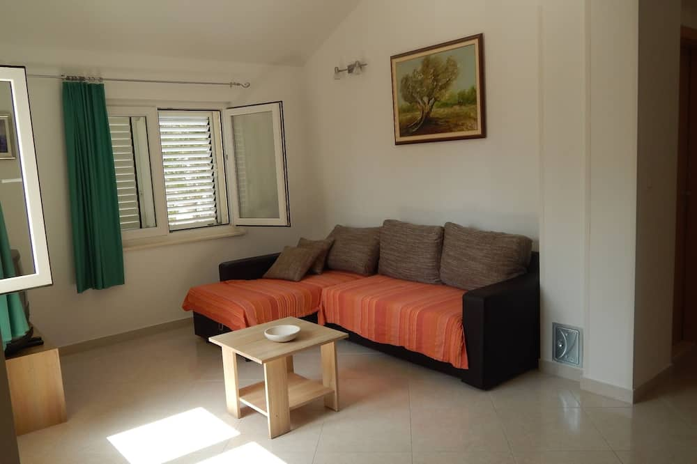 Apartment (Two Bedroom Apartment Terrace and Sea) - Living Room