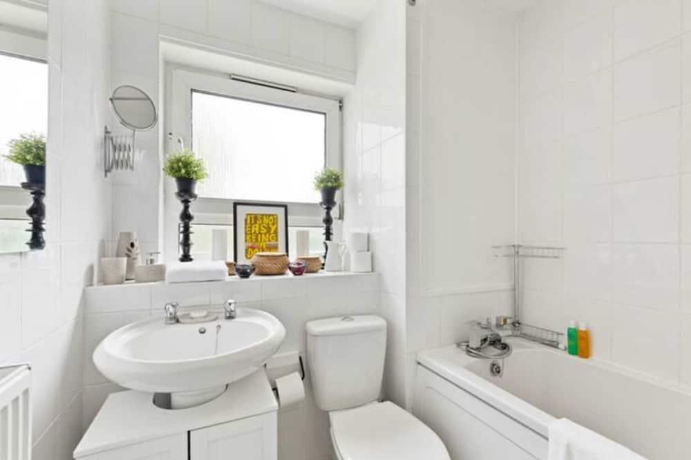 Apartamento Básico, várias camas - Casa de banho
