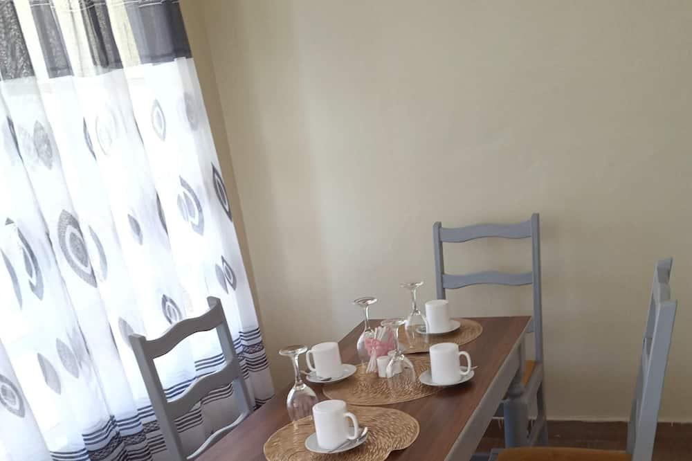 3 bedrooms apartment all ensuite near JKIA Airport., Syokimau