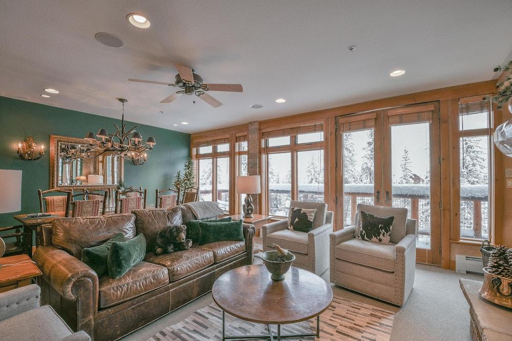 Mieszkanie, Wiele łóżek, widok na góry (Timbers 3079) - Salon