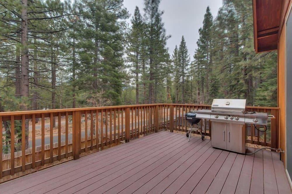 Cabin (Lukins Lodge by the Lake | Hot Tub) - Ban công